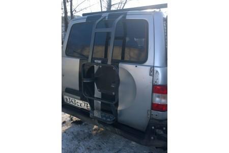 Лестница на УАЗ Патриот вместо запаски усиленная с алюм. с подножкой оптовая продажа